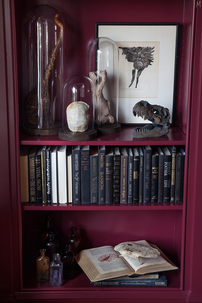 the-makerista-halloween-decor-curiosities-bookshelves-library-berry-color-black-and-white-spooky-img_6377
