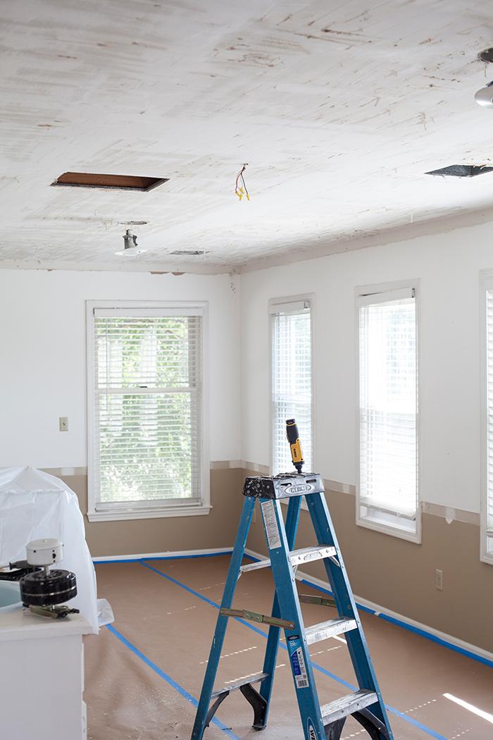 the-makerista-one-room-challenge-week-2-ceilings-scraped
