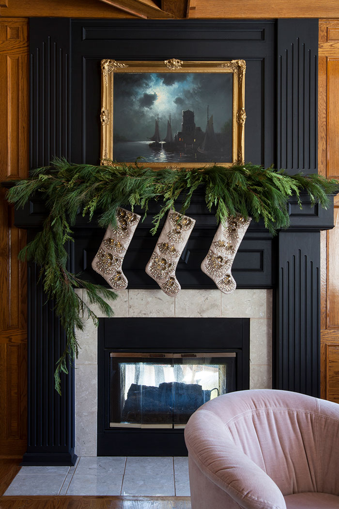 the-makerista-mantle-christmas-garland-stockings-frontgate-img_1504